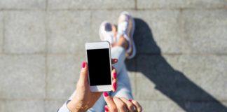 Kolorowe telefony dla młodzieży – który wybrać?